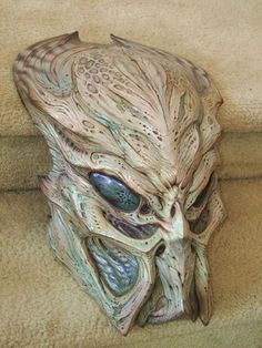 Another paint variation for my ceremonial Predator mask. Predator Costume, Predator Helmet, Predator Alien, Mascara Papel Mache, Giger Alien, Airsoft Mask, Arte Robot, Mask Painting, Cosplay Armor