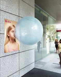 Bubble Gum, 2D meets 3D, how cute is this outdoor advertisement?