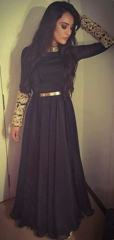 These Sexy Pictures of Surbhi Jyoti Will Keep You Up All Night. Dress Indian Style, Indian Dresses, Indian Attire, Indian Wear, Pakistani Outfits, Indian Outfits, Desi Clothes, Party Wear Dresses, Indian Designer Wear