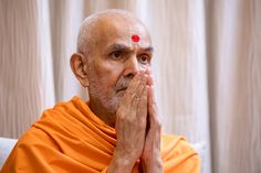 Swamishri greets all with folded hands Folded Hands, 30 September, 30th, In This Moment