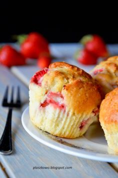 muffinki z truskawkami Cake Recipes, Pancakes, Deserts, Food And Drink, Cooking Recipes, Bread, Breakfast, Sweet, Blog