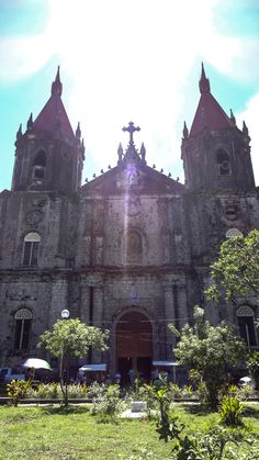 What to do in IloIlo for a DAY (ALMOST) Iloilo City, Visit Philippines, Tourist Spots, Budget Travel, Cool Places To Visit, Travel Guides, More Fun, Barcelona Cathedral, Travel Destinations