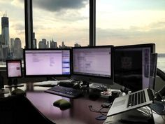 Best setup ever!   Mac Setups: CEO's Desk: iMac 27″, Retina MacBook Pro, Dual Thunderbolt Displays Pc Setup, Office Setup, Desk Setup, Office Ideas, Office Organization, Macbook Pro Tips, Macbook Pro Retina, Mac Book, Home Office