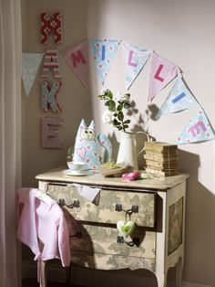 No Sew Fabric Bunting Tutorial #Bunting #DIY from @hobbycraftuk - includes handy PDF bunting template