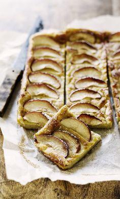 Pannari kookosmaidolla ja omenanviipaleilla. Täydellistä!   Meillä kotona Mama Recipe, Yams, Sweet And Salty, Something Sweet, Food Styling, Apple Pie, Baked Goods, Sweet Treats, Food And Drink