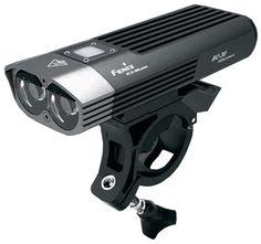 Linterna para Bicicleta Fenix BC30 con 1800 lúmenes. Ilumina a 170 metros de distancia. 20 horas de duración de pack de baterias en modo Bajo. 4 modos de iluminacion, 1 modo momentáneo y 1 modo flash.