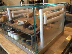 Mobiliário bar produtos prontos com aquecimento e refrigeração.