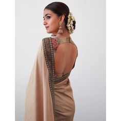 Top 30 Latest And Trendy Blouse Designs For Back Neck Here are the latest 30 blouse design for back neck that is impeccably immaculate and you can certainly opt for these or customize them as per your choice. Stylish Blouse Design, Fancy Blouse Designs, Blouse Neck Designs, Blouse Patterns, Dress Designs, Saris, Elegant Girl, Blouse Models, Stylish Sarees