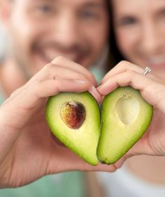 Did you know the health benefits of avocados yet? Avocados contains cancer fighting agents, fat fighting fiber, protects eyes, and improves heart health!