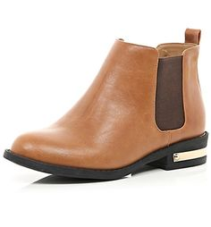24 gorgeous flat boots that are ACTUALLY made for walking