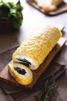 Semplice ma buonissimo: è il nostro rotolo di frittata con ricotta e spinaci! #Giallozafferano #recipe #rotolo #roll #egg #ricetta #omelette