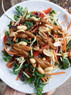 Thai Peanut Crunch Salad - Gimme The Lo Down Thai Peanut Salad, Broccoli Slaw, Shredded Carrot, Japchae, Carrots, Stuffed Peppers, Meat, Chicken, Ethnic Recipes