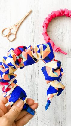 Headband Tutorial, Diy Tutorial, Arts And Crafts, Diy Crafts, Headband Styles, Diy Hair Accessories, Jewelry Packaging, Diy Hairstyles, Scrunchies