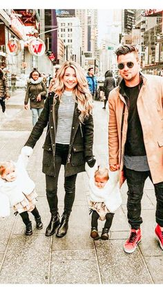 [sc [sc Kyler and Mad [sc Cute Family, Family Goals, Cute Kids, Cute Babies, Tatum And Oakley, Instagram Lifestyle, Family Outfits, Casual Outfits, Jolie Photo