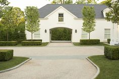 Doyle Herman Design Associates is an award-winning landscape design firm that creates extraordinary design by integrating artistic expression within the contextual perspective of the presented architecture. Modern Driveway, Stone Driveway, Driveway Design, Circle Driveway Landscaping, Driveway Paving, Driveway Entrance, Porte Cochere, Long Driveways, Home Landscaping