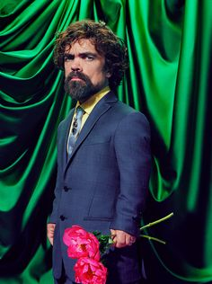World renowned photographer Miles Aldridge has captured Cersei Lannister, Arya Stark, Daenerys Targaryen, and other Game of Thrones characters in his own way, and it looks as surreal as it looks glamorous. Cersei Lannister, Daenerys Targaryen, Jaime Lannister, Time Magazine, Game Of Thrones Time, Game Of Thrones Cast, Jon Snow, Sansa Stark, Maisie Williams