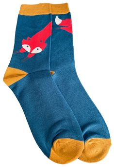 Men's blue and mustard yellow coloured socks with a Fox print. £7.95 with FREE UK Delivery. Excellent quality, super soft and stretchy bamboo / cotton blend fabric ( 54% Bamboo, 22% Cotton, 16% Polyester, 6% Nylon, 2% Elastane ) One size ( Mens UK Shoe size 8 - 12 ) Fox Socks, Bamboo Socks, Fox Print, Colorful Socks, Free Uk, Mustard Yellow, Teal, Delivery, Shoe