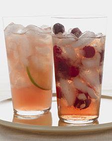 Cranberry-Grapefruit Sparkler: 1 cup cranberry juice 1 cup grapefruit juice 1 cup sparkling mineral water Juice of lime Refreshing Drinks, Summer Drinks, Fun Drinks, Healthy Drinks, Beverages, Fruit Recipes, Healthy Recipes, Drink Recipes, Juice Recipes
