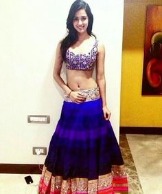 Disha Patani Biography and Wiki Disha Patani is a beautiful Indian Model and an ambitious Bollywood actress. She was the runner-up in Femina Miss India Indian Dresses, Indian Outfits, Kids Lehenga Choli, Gold Lehenga, Disha Patni, Indian Navel, Beautiful Indian Actress, Indian Girls, Indian Beauty