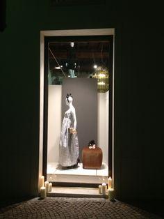 Negozio di abbigliamento #illuminazione #LED #vetrina #negozio #retail