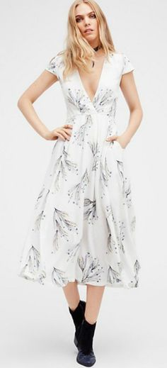 This Floral Print Deep V Maxi Dress give you a special different look from others. You can not deny it! See more details on OASAP.COM.