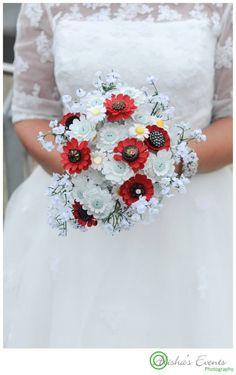 Weddings at Royal Submarine Museum  / Wedding photographer Gosport / Brides button bouquet - unique www.alishaseventsphotography.co.uk