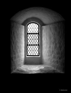 Window in Hämeenlinna castle, Finland Place Of Worship, Helsinki, Palaces, Iphone Wallpapers, Finland, Castles, Portal, Monochrome, Gardens