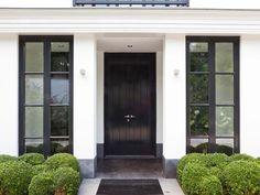 New modern front door design black windows ideas Black Doors, Modern Front Door, House Exterior, Black Front Doors, Architecture Exterior, Exterior Design, Exterior, Front Door Design, Doors
