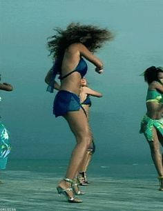 The diva twist and shout. | 47 Of Beyoncé's Absolute Best DanceMoves