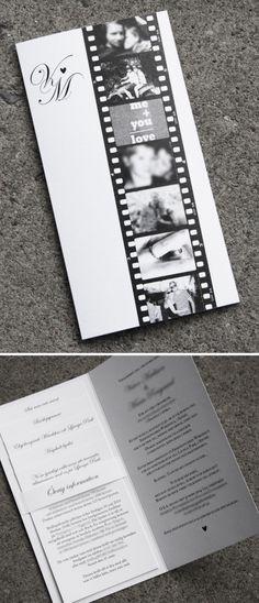 Ett inbjudningskort med fotoremsa och monogram. Tryckt på pärlemopapper, marinblå kuvert.  Wedding invite with photo strip.
