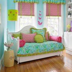 girls' room color scheme