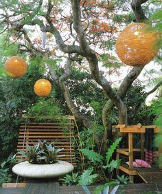 lámparas originales en el jardin