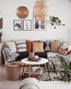 Images and videos of home decor – A mix of mid-century modern, bohemian, and industrial interior style. Home and apartment decor, Boho Living Room, Home And Living, Small Living, Modern Living, Minimalist Living, Luxury Living, Living Room Pillows, Living Room Neutral, Black Sofa Living Room Decor