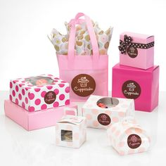 Spotted! Polka Dots now available in bakery packaging - pastry boxes, cupcake boxes, tulip boxes, gable boxes and more! Coordinate with our food service bags and imprint your logo for an on-trend bakery packaging program! #polkadot #cupcakeboxes