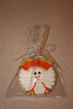 turkey sugar cookie idea.....Ritz, you could make this one soft....it's a circle.
