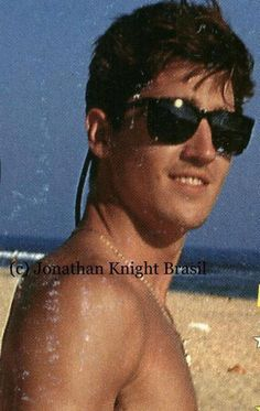 Jonathan Knight, sunglasses & a beach