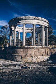 AOI — avenuesofinspiration:  When in Rome | Photographer...