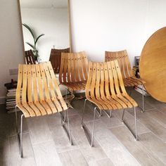 Hans Brattrud table and chairs Outdoor Chairs, Outdoor Furniture, Outdoor Decor, Plywood Design, Table And Chairs, Home Decor, Homemade Home Decor, Garden Chairs, Decoration Home