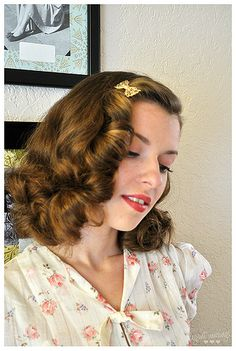 Hairstyle by elegant musings. Style/ Vintage Hairstyle Inspiration Best Picture For fashion For Your Taste You are looking for something, and it is going … 1940s Hairstyles Short, Wedding Hairstyles, Wedding Updo, Curly Hair Styles, Natural Hair Styles, Vintage Hairstyles Tutorial, Rockabilly Hair, Pin Up Hair, Wavy Hair