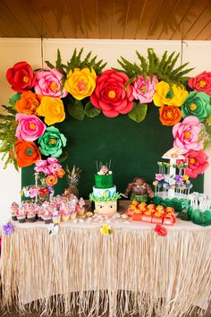 Photo from Isabella's Birthday collection by Iris Moore Photography Hawaiian Party Decorations, Hawaiian Luau Party, Hawaiian Birthday, Luau Birthday, Birthday Party Decorations, Tropical Party, Moana Birthday Party Theme, Moana Themed Party, Luau Theme Party