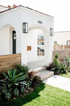 A Spanish Style Los Angeles Home with Vintage Charm & Modern Vision – HAVEN - Style Architectural Spanish Bungalow, Spanish House, Mediterranean Style Homes, Spanish Style Homes, Mediterranean Architecture, Mediterranean House Exterior, Spanish Style Interiors, Spanish Style Decor, Spanish Revival Home