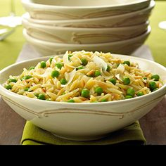 "birds eye orzo ""risotto"" with peas - Heat olive oil in a nonstick saucepan over MEDIUM-HIGH heat. Add onion and garlic and cook until soft, about 3 minutes. Side Dish Recipes, Pasta Recipes, Great Recipes, Cooking Recipes, Favorite Recipes, Healthy Recipes, Onion Recipes, Rice Recipes, Cooking Tips"
