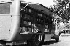 Bibliobús del Servei de Biblioteques del Front. Arxiu BC caixa 516/17