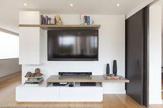 Las repisas son formas de utilizar el espacio de una manera muy funcional y con estilo. Sin embargo, a la hora de decorar y escoger lo que pondrás en ellas ¿sabes cómo hacerlo? S Repisas. Orden. Estanterías, como ordenar repisas.