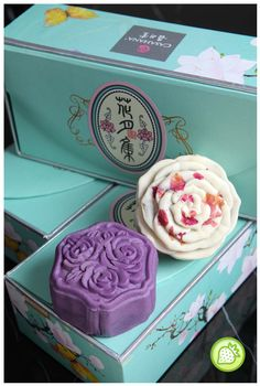 FLOWER ADDICTION MOONCAKE WITH CASAHANA Every year, a lot of new mooncakes flavors are coming up and not to forget, Casahana had come up with their new flavors of mooncake as well. Casahana had come up with a lot of special flavors of mooncakes which caters of the festival season rather than the normal flavors mooncakes. Besides... Read more @ http://www.malaysianfoodie.com/2013/09/flower-addiction-mooncake-casahana.html?utm_source=PN&utm_medium=Malaysian+Foodie+Pin&