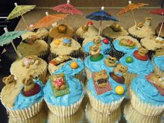 Teddy Graham Beach Cupcakes I made these for a friends party. I found something very similar online and loved them so I thought I would. Pool Cupcakes, Beach Theme Cupcakes, Summer Cupcakes, Themed Cupcakes, Teddy Graham Cupcakes, Graham Cake, Teddy Graham Beach, Luau Party Cakes, Kids Cooking Activities