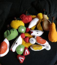 felt fruits diy Felt Fruit, Christmas Ornaments, Holiday Decor, Diy, Crafts, Manualidades, Bricolage, Christmas Jewelry, Do It Yourself