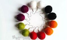 Huopapallo-korvakorut Felting, Diy Jewelry, Helmet, Drop Earrings, Jewels, Flowers, Vintage, Straws, Leather
