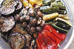 Antipasti misti by zwergenmuomi Grilling Recipes, Raw Food Recipes, Healthy Dinner Recipes, Healthy Appetizers, Appetizer Recipes, Tapas, Le Diner, Salad Ingredients, Vegetable Dishes