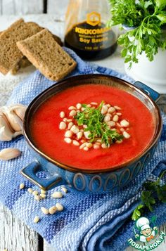 Овощной крем-суп Свекла (большая) — 1 шт Морковь — 2 шт Лук репчатый — 1 шт Перец болгарский — 1 шт Картофель (средний) — 3 шт Соевый соус — 3 ст. л. Бульон (овощной) — 1,2 л Масло растительное — 3 ст. л. Соль (по вкусу) Перец черный (по вкусу) Чеснок — 3 зуб. Орехи кедровые Петрушка